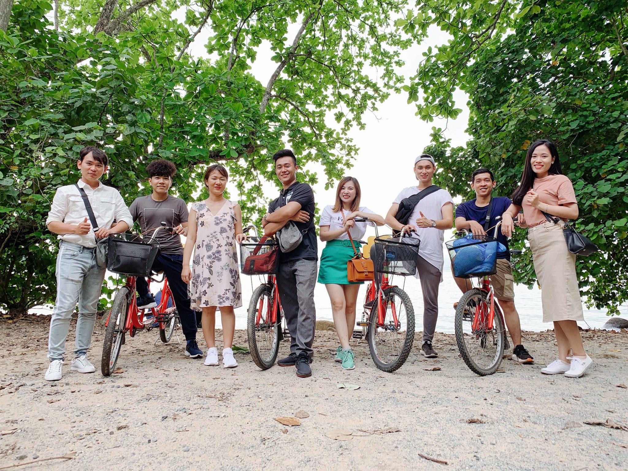Nhóm 5 trên chuyến hành trình khám phá đảo Ubin Singapore.