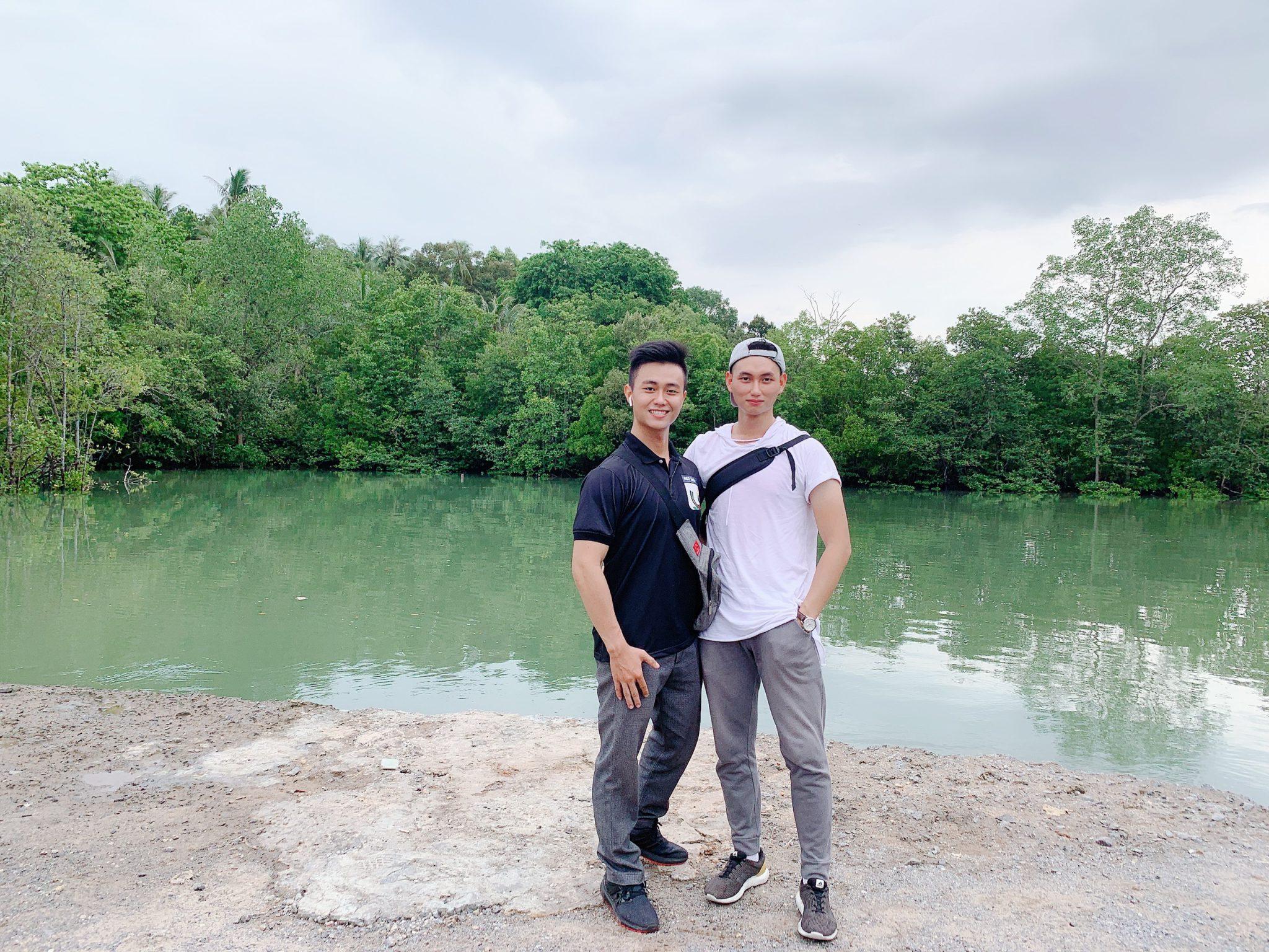 Chụp cùng cậu bạn nhóm trưởng Chiang Vân Thanh